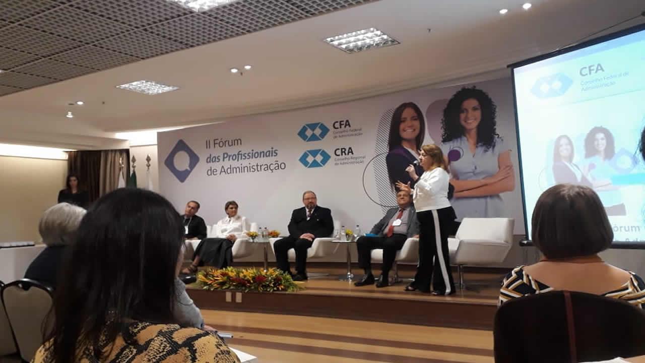 Diretora do CRA-RO participa de fórum em Brasília